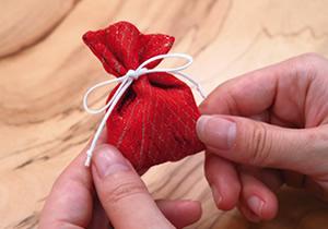 布袋の形を整える